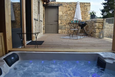 Maison authentique,Jacuzzi privatif ,WIFI, parking