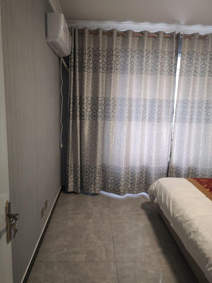 两居室,双人大床两个,双阳台,空调,电视,全天供热