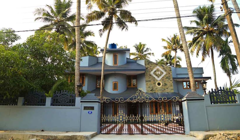 Anjali Homestay - Beautifully Maintained Bungalow - Ernakulam - Bed & Breakfast