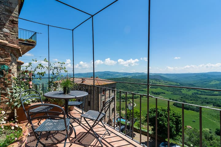 Mountain-view Holiday Home in Montecastelli with Private Terrace