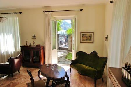 Villa d'epoca fronte lago - Santa Maria Rezzonico - Villa