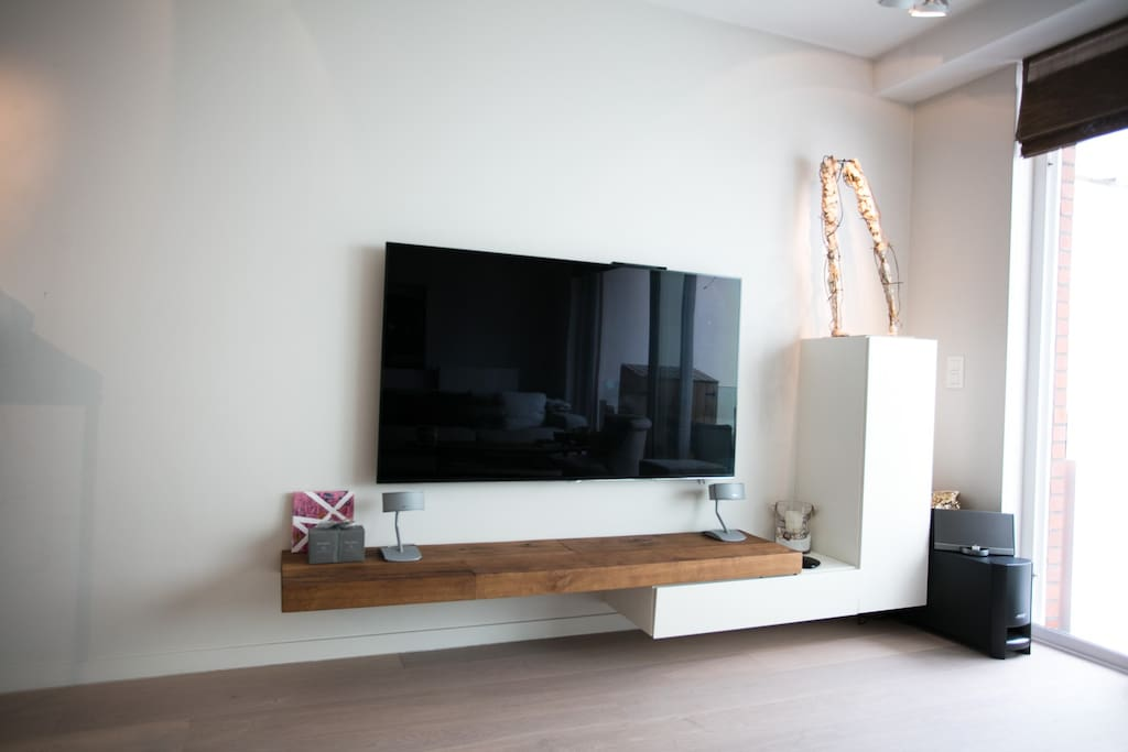 65 inch tv met smart hub, bose speakers and telenet decoder