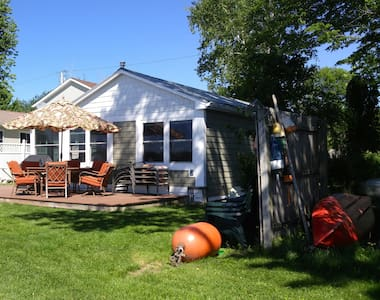 Lake Champlain Cottage - Water Front West Views! - Alburgh - Stuga