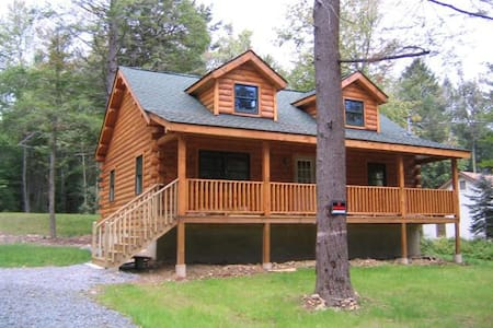 True Log House, Secluded, Close to Lake. - Albrightsville - Casa