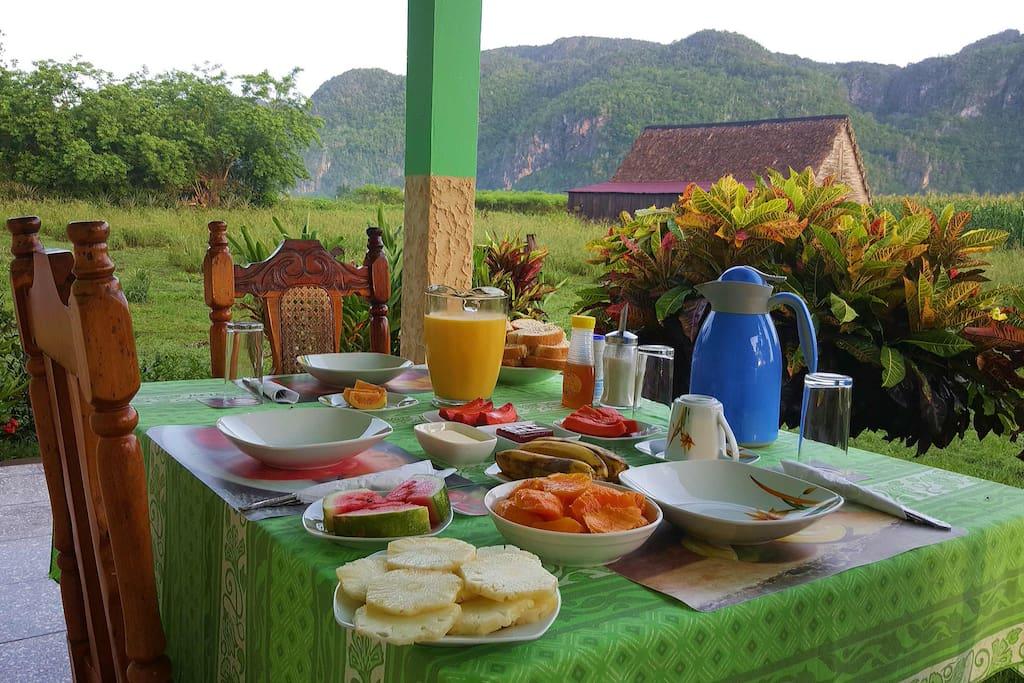 Breakfast in casa