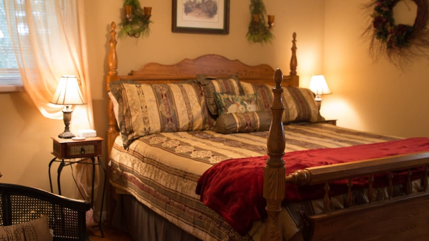 Country Gardens Bed & Breakfast-Room 1-King