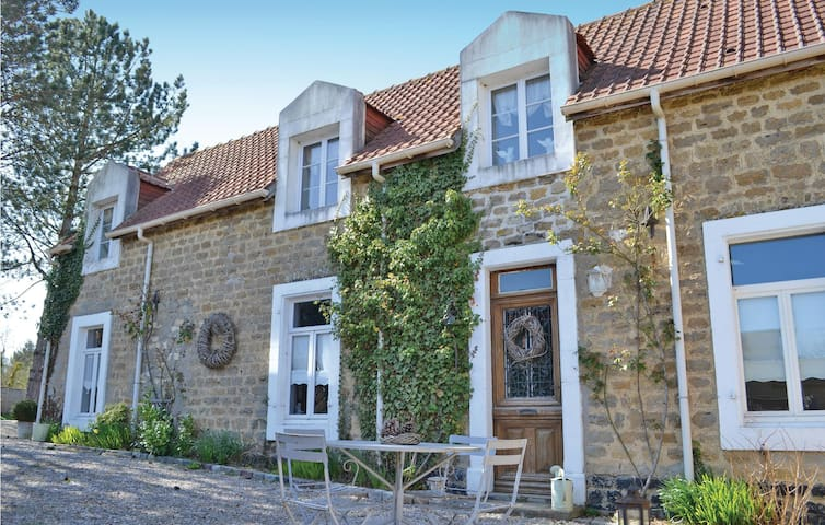 Semi-Detached with 3 bedrooms on 123 m² in Carly