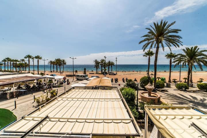 Estudio moderno primera linea playa hold town.