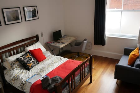 private room in historic town - King's Lynn