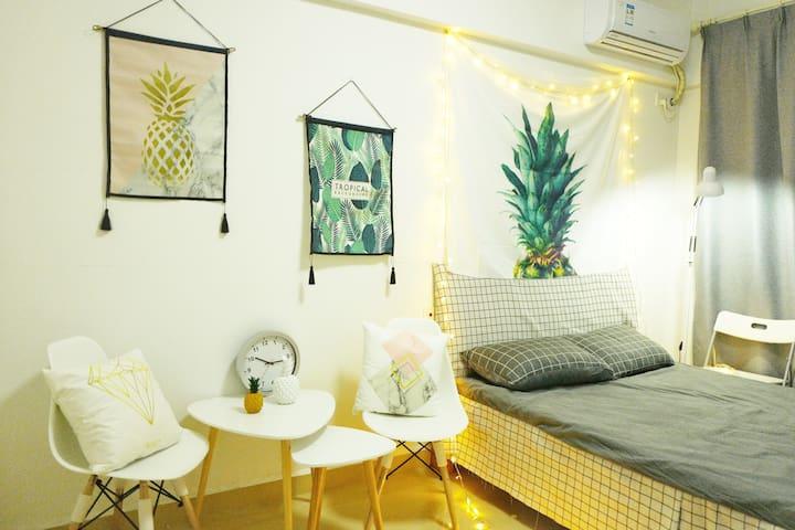 B10 Pineapple 巨幕投影 长租特惠 整租1室1厨1卫带观景阳台 眺望欢乐谷