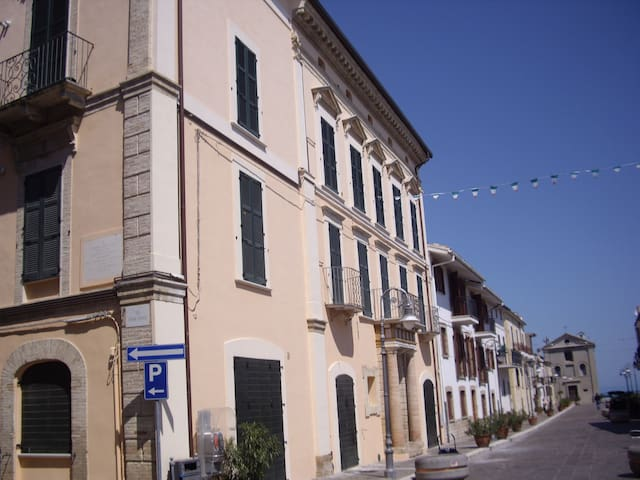 Beautifully restored one bedroom apartment seaview - San Vito Chietino - Daire