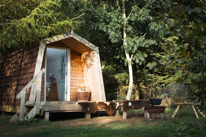 Caban Bach, off-grid woodland cabin.