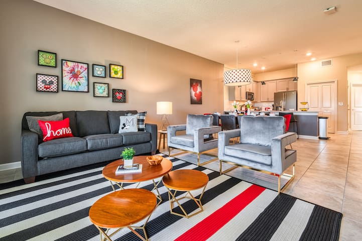 Mickey themed 2 bedroom condo for 7 guests