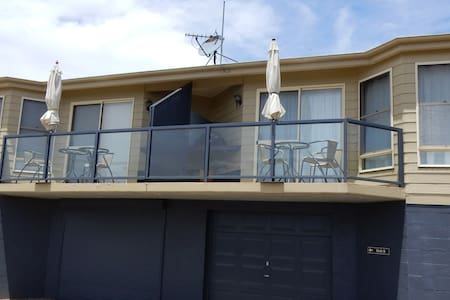Stunning,close lake views, 1 bm apt - Jindabyne - Apartment