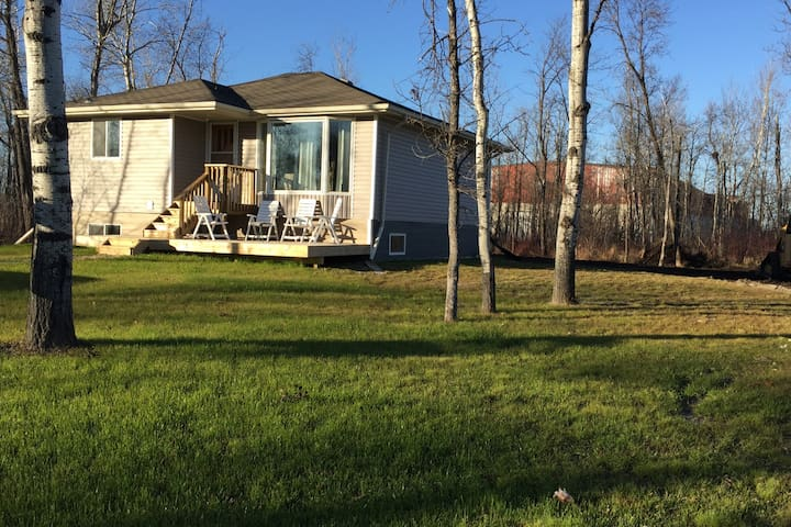 Family home in the Great Town of Gimli MB