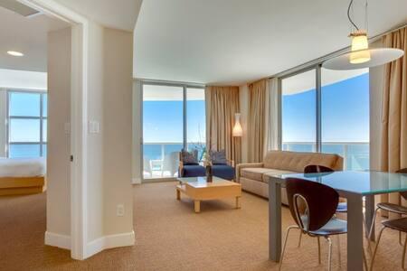 Ocean Front Two Bedrooms apt M. Resort