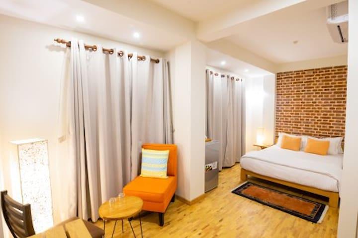 Laxmi Niwas ( Deluxe Room 4th Floor )