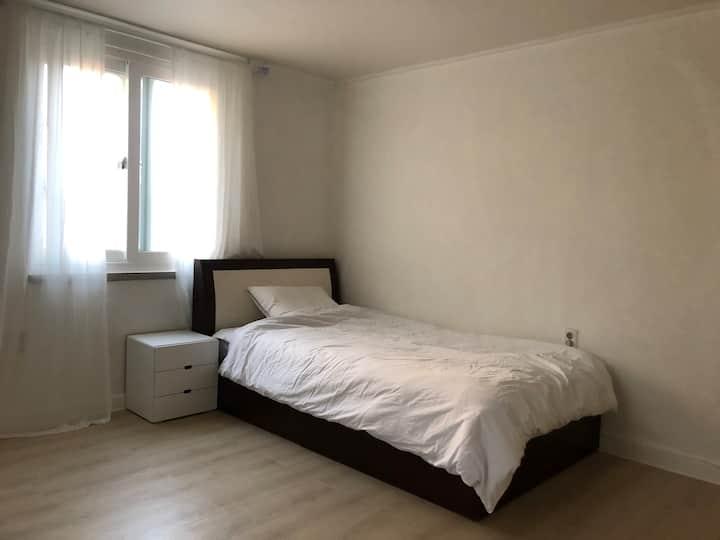 Cozy room E