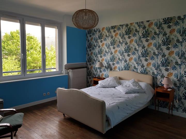 Chambre privée 20m2 dans belle maison en meulière