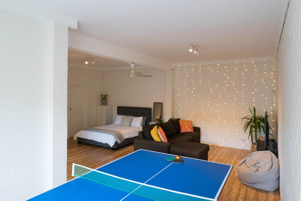 Downstairs entertainment room, equipped with a free wifi, 4k smart tv, Xbox, games, DVD's, 2× bean bags, queen bed, fold out double bed/couch, bathroom, washing machine and table tennis table - perfect for some fun!