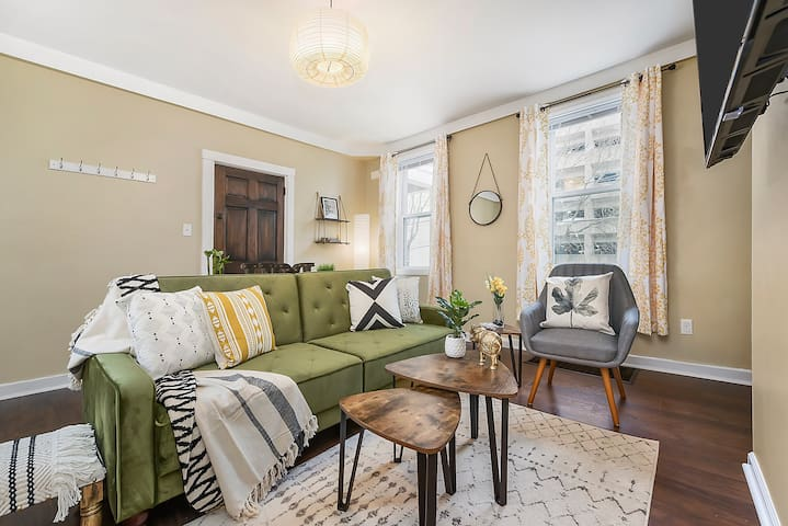 Welcome!  This cute, tastefully decorated half duplex has plenty of light, comfy fabrics, and rich wood throughout (not to mention a convenient location!)