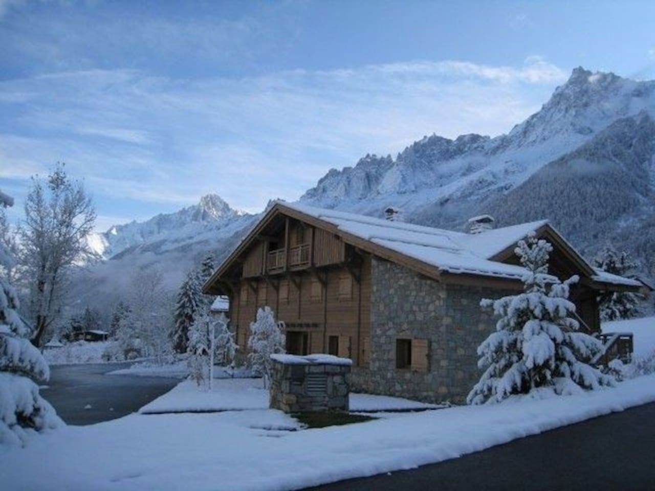 Welcome to your cozy mountain retreat in Les Houches!