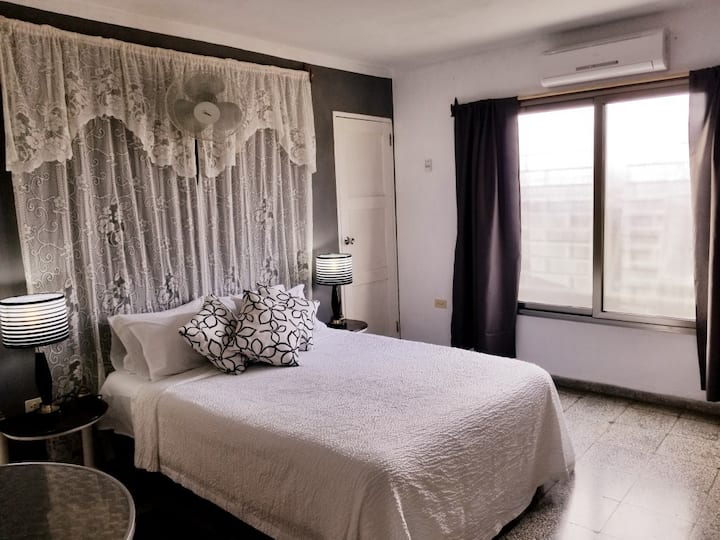 Casa Cary room 1