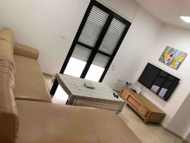 1 king size bed,Tunis,Monplaisir,5minfm airport
