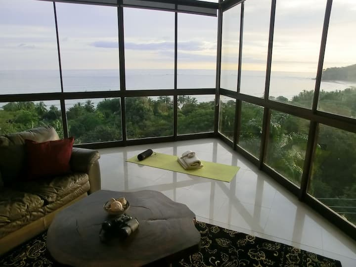 Amazing Oceanview Condo! 5 Min Walk to Beach/Town!