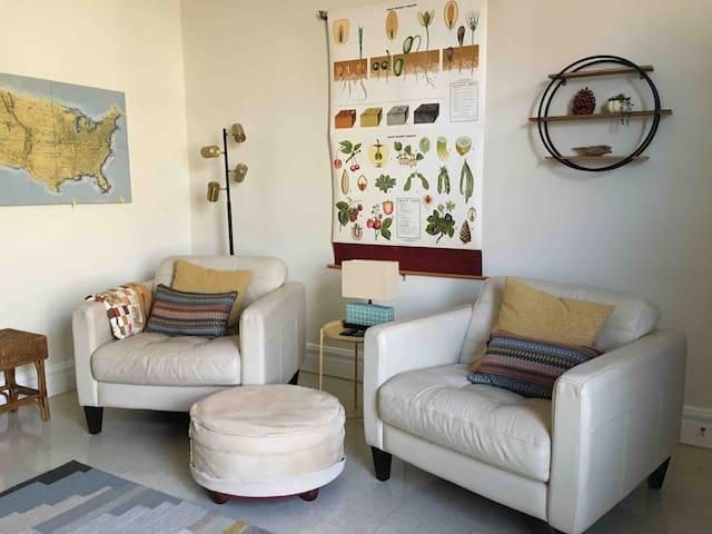 Modern Apartment near The Hill; Bright,Quiet,Cozy!