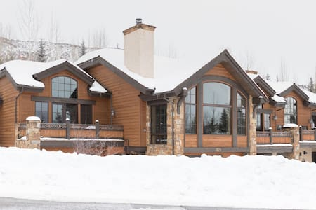 Luxurious & Cozy Mountain Chalet - 2 Guests - Snowmass Village - Bed & Breakfast