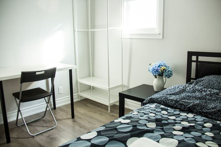 Cozy and comfortable Private Room in Toronto East