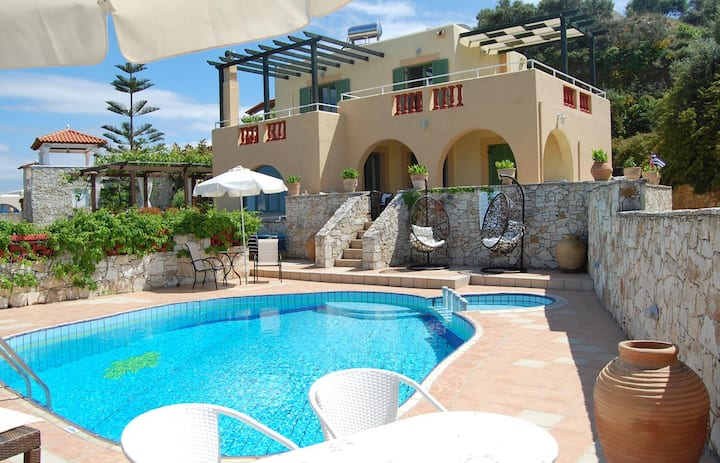 3-bedroom Villa Athina with private pool
