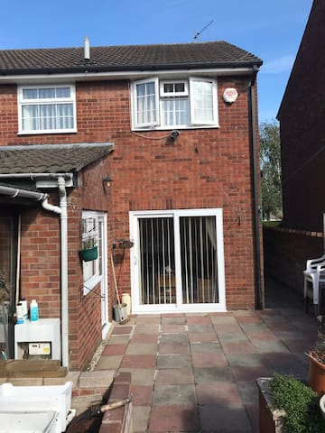 Cosy 3-bedroom property, near Cardiff City Center