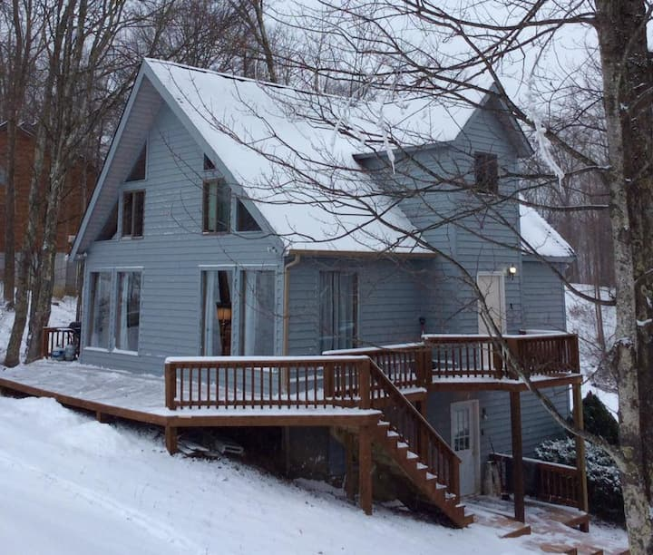 Ski Right Inn - Large Family Space - Slopeside Winterplace!