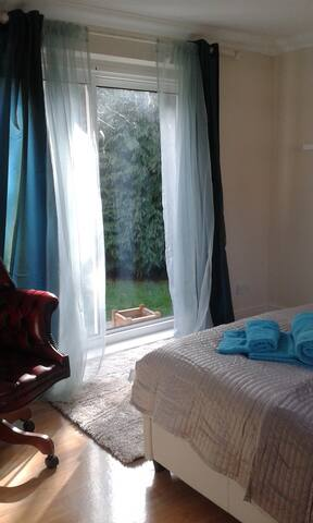 Separate Double Room & Ensuite - Banstead - Hus