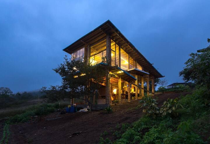 Cabañón DLPM: oceanview bamboo house/ organic farm