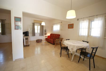 cheap & lovely village  house near Nazareth - Moledet - Hus