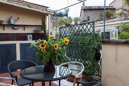 Augusta la terrazza sui tetti di Campo de Fiori - Roma