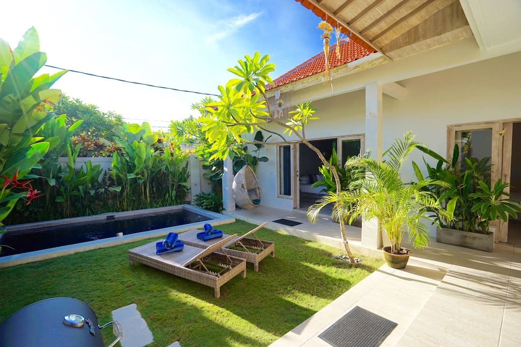 Bright and breezy open-plan, 3-double bedroom villa with private pool and lush garden in a quiet side street, moments from the beach and one of Seminyak's most popular streets, full of restaurants and cafes. There is no traffic noise in this villa.