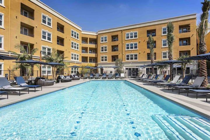 Downtown Anaheim Luxury Condo 4 mins From Disney