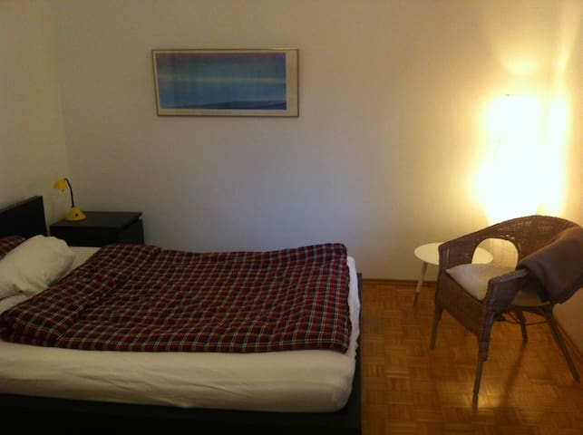 Friendly room in Freising :) - Freising - Hus