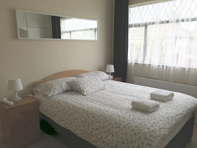 All Airbnb House - Cosy Double Room - Dublín