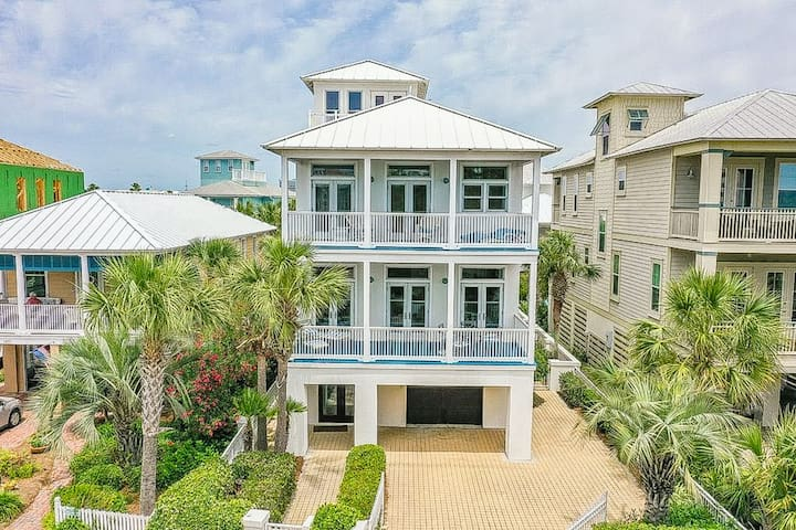 New listing! Destin delight w/ private pool, beach access, & perfect location!