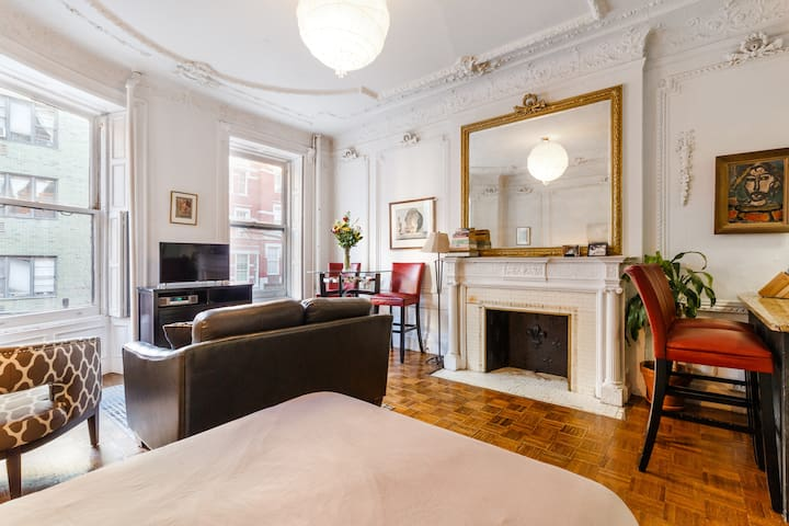 Gorgeous Brownstone Studio @ Central Park West