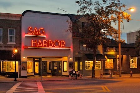 Sag Harbor Clean and Bright apt in town for 4