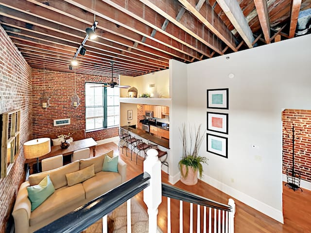 "Walk Everywhere! Restored 2BR ""Loft on Congress"""