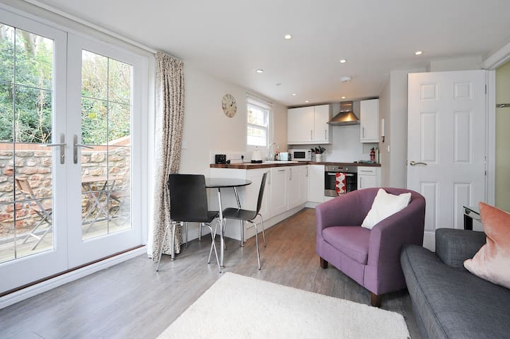 Luxury Apartment 2bed 2bath with Terrace & Parking
