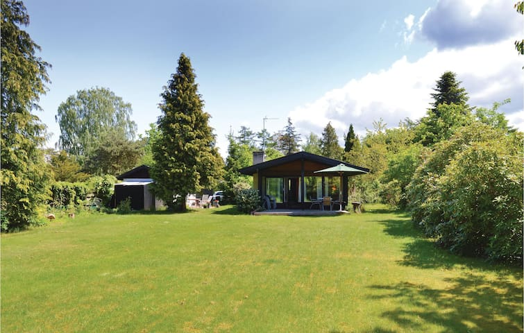 Holiday cottage with 3 bedrooms on 64 m² in Dronningmølle