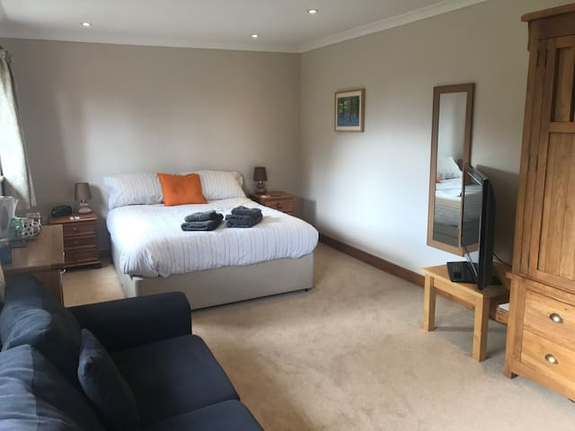 Nant Gloyw - Double room with en-suite (Room 2)